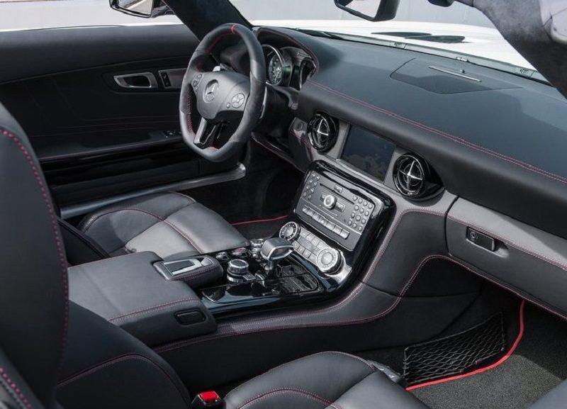 مرسيدس SLS AMG GT رودستر من الداخل.jpg