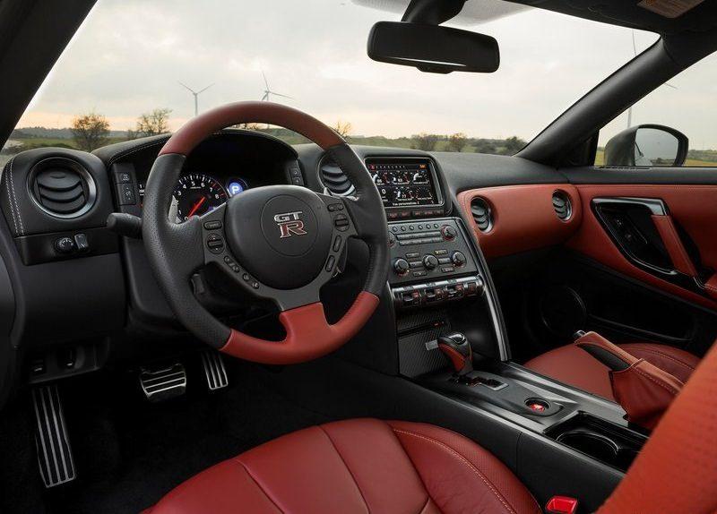 نيسان GTR 2013 من الداخل.jpg