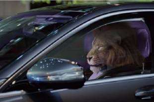 أسد يقود سيارة مرسيدس اس كلاس 2018
