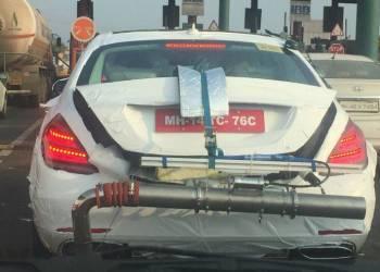 مرسيدس اس كلاس تختبر عادم غريب للغاية في الهند
