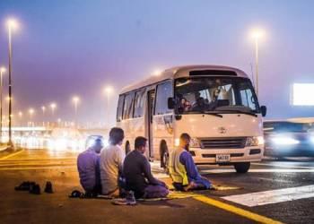 دبي ستغرم المصلين على جوانب الطرق السريعة
