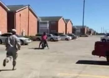 شاهد رجل يحاول تعليم زوجته ركوب الدراجة النارية والنتيجة كارثية