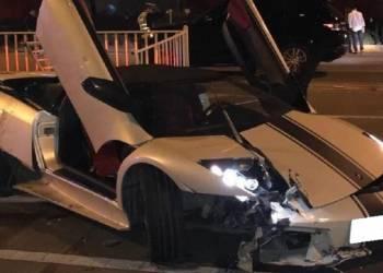 سيارة لمبرجيني تتحطم في حادث مؤسف