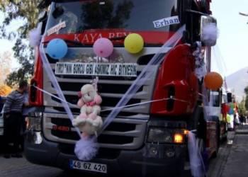 شاهد موكب زفاف من الشاحنات في تركيا