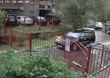 شاهد سائق يصدم 4 سيارات في 20 ثانية فقط