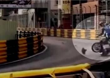 شاهد مصرع سائق دراجات نارية محترف في سباق
