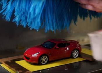 نيسان تستخدم نسخة مصغرة من سياراتها لاختبار الطلاء - فيديو