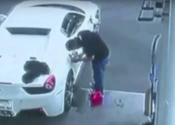 القبض على لص بعدما فشل في تعبئة فيراري مسروقة بالوقود - فيديو