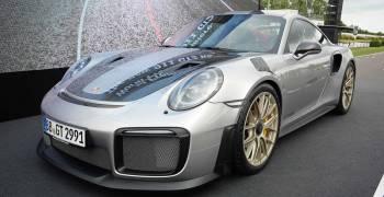 توثيق لحظة وصول بورش 911 GT2 RS إلى سرعة 356 كم