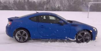 سوبارو BRZ تلعب على الثلج
