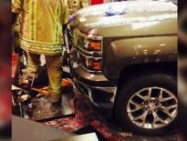 اقتحام سيارة لمطعم يسفر عن وفاة طفل وامرأة وإصابة 5 بعجمان