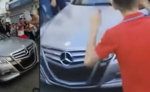 ملك المغرب يتجول بسيارته المرسيدس