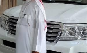 امراة سعودية تشتري لاندكروزر هدية لزوجها
