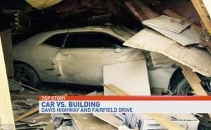 امريكي يحطم سيارته ومحلين اثناء محاولة السفر عبر الزمن