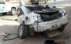 انشطار سيارة ومقتل سائقها بعد الاصطدام بعمود بالسعودية 03