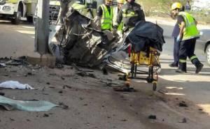 انشطار سيارة ومقتل سائقها بعد الاصطدام بعمود بالسعودية 06