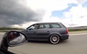 سائق بورش 911 مغرور يتلقى درساً على يد سائق اودي RS4