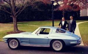 باراك أوباما يقود سيارة شيفروليه 1963 كورفيت