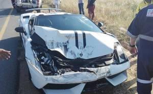 حادث تصادم بين لمبرجيني ومازدا.
