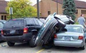 حادث سيارة تصعد على أخرى