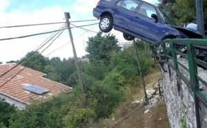 حادث سيارة على جسر
