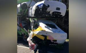 حادث شاحنة تحمل سيارات كورفيت جديدة يتسبب في تحطمها