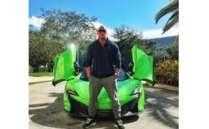 ذا روك ينشر صورة سيارته الجديدة