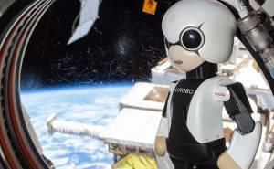 رجل آلي فضائي من تويوتا