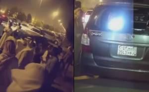 سائقون غاضبون يتجمهرون حول سيارة ساهر تصور السيارات غير المخالفة