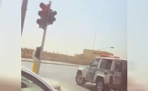 سعودي يصور فيديو لدورية مرور مخالفة ومدير المرور بالرياض يرد