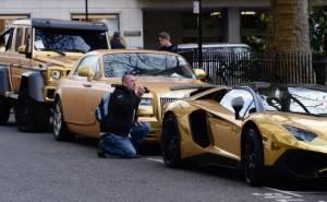 سيارات ذهبية سعودية تحصل على مخالفات في لندن
