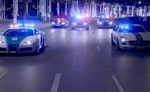 أسطول سيارات شرطة دبي يقوم بمطاردات تحبس الأنفاس