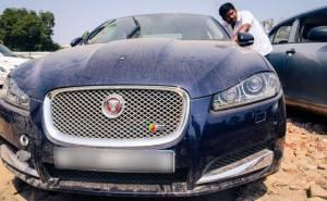 سيارات فاخرة مهجورة تباع في مزاد باسعار رخيصة