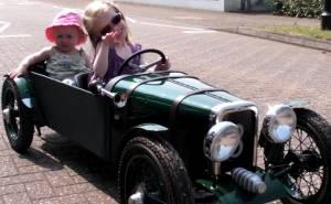 سيارة أطفال بنتلي