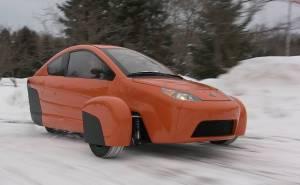 سيارة بثلاث عجلات على الثلج