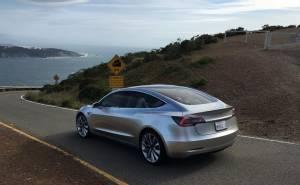 Model 3 تتفاخر بفكرة سقفها المتطور المسروقة من سيارة أخرى