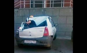 سيارة رينو تنقذ مراهقا سقط من الطابق 23