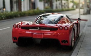 سيارة فيراري انزو بمليوني دولار