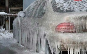 Antifreeze سيارة متجمدة في الشتاء