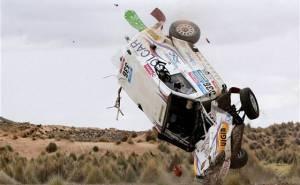 سيارة مرسيدس تتحطم في رالي داكار 2015