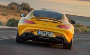 سيارة مرسيدس AMG GT 2016 من الخلف