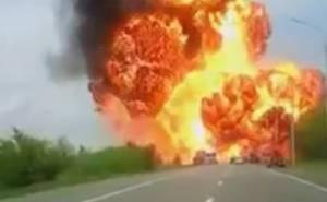 شاحنة محملة بمواد كيميائية تنفجر على طريق سريع في روسيا