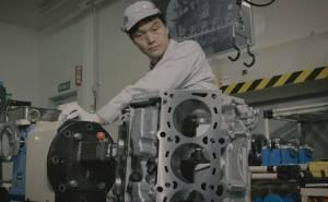 شاهد تجميع محرك جي تي ار 2017 في مصنع نيسان باليابان