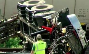 شاهد حادث اصطدام قطار بشاحنة