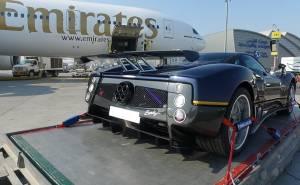 شاهد عملية شحن باجاني زوندا اف بطائرة من الإمارات إلى إيطاليا