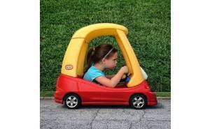 صورة مركبة لسيارة طفلة