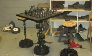 طاولة شطرنج وكرسي