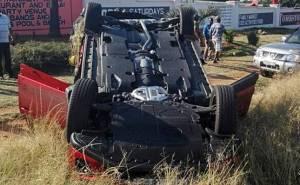 مازدا منقلبة على سقفها بعد حادث تصادم مع لمبرجيني