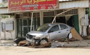 سيول تدمر طرق مكة وتجرف سياراتها