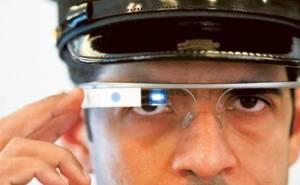 شرطة دبي تختبر نظارة جوجل